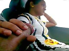 Mädchen blinken BF & Schwanz im dem Auto