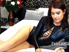T-Latex ist immer bereit für Hänseleien und vor der Webcam mit ihrem Lieblingsspielzeug masturbiert