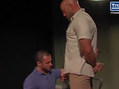 Músculo Daddy Jesse Jackman Obtém Interrogado e Fodido