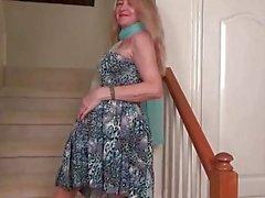 Amerikanische MILF Eva Griffin Finger ihre nyloned feuchte Muschi
