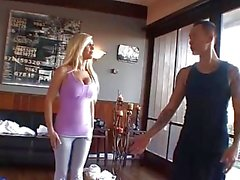 Tasha Правление трахает ее учителей йоги !