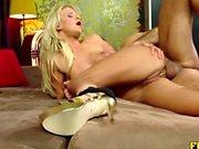 Sexy Bianca Love tiene su culo relleno