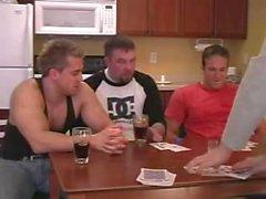 Três caras tentam sexo gay