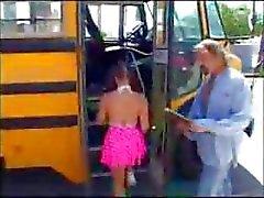 Okul otobüsü ile berbat Slutty liseli kız