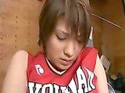 Adolescente sedutor obtém sua fenda devorada e trabalha seus lábios em