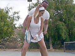 Bigtit paseos en los entrenadores de tenis afortunadas la BBC