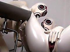 Les deux des salopes allemands cornées qui aiment la de se habiller en latex de sexy