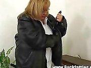 Fat Horny Slut Freezes Repairman Helps Her Warm