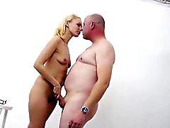 Amateur erhalten Blowjob von blondes Europa Prostituierte