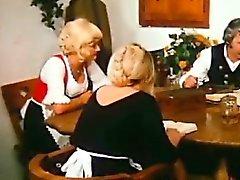 Farm vanhan miehen ilahduttaa nuoremmille Blondie mutta hänen ruokapöytä