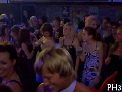 harten Kerns group sex in Nachtclub Film