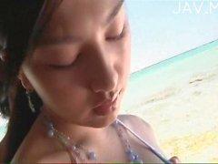 Heißes Paar bumst auf dem Strand