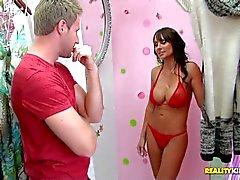 supersexy Busty MILF im roten Bikini