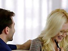 Tushy Первый анальный Для получения Blonde Бабе Samantha Rone