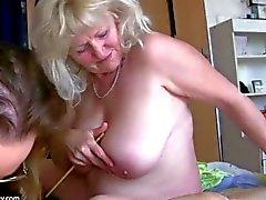 Alte große dicke Frau Oma hat Spaß mit anderen Oma