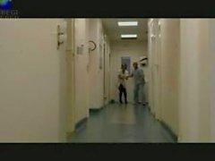 nurse Laura Lion ruft bangedd