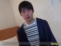 Twink japonés se corre solo