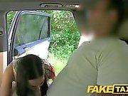 Fake Taxi Bar Dame saugt und fickt großen Schwanz