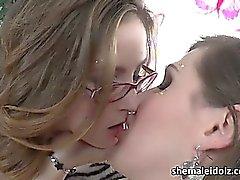 Tgirl Stefani Special fa scopare un pulcino caldo