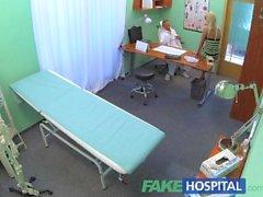 FakeHospital Sexy esposa de los médicos sospechosos tiene sexo caliente con él en la oficina