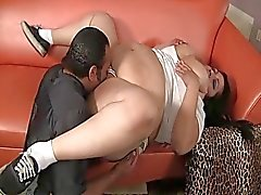 Chubby whore gets some bucks for hot blowjob