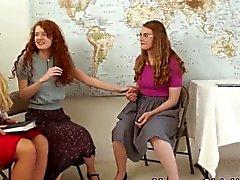 Religiöse Milf reibt Teens