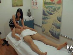 Evelyn Lin wird nackt und geben asian Schwanzmassage