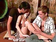 Dronken tieners hebben triootje