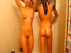 Gulligt Mager tonåring Roomates Få all Våta på dusch