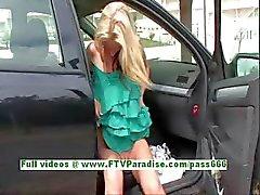 Suzanna angelicais Blonde babe tits piscar públicos e bunda