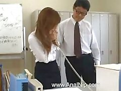 Asiatiska sekreterare från Tokyo med ass mjölk