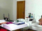 EUR Putzfrau leckt Agentin Büro lesbian