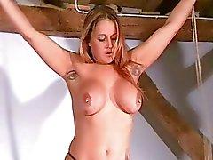 Genadeloze Tit martelingen van Busty Milf Ginas Bondage