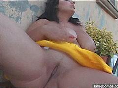 Enorma bröst i bikini