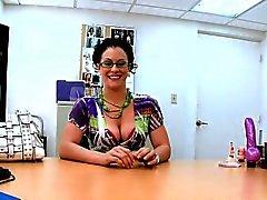 Snygg gör sig awfully blöter från hon lusty intervju