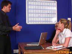 Dom CFNM милашки сосание а дергая в кабинете