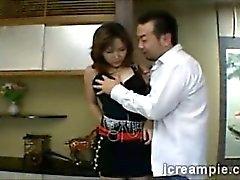 Японского хозяйка запускается соблазнила ее мужа лучший друг