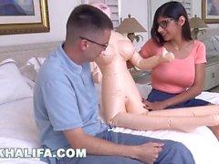 MIA KHALIFA - Big Tits Pornstar árabe Toma a virgindade de uma Fan (mk13819)