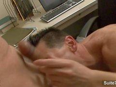 Geile Homosexuell Arbeiter bumsen im Büro