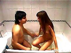 Latina Mädchen saugt und fickt Mann