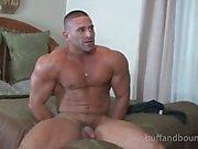 Красивый Мышцы Hunk Bound и Tickled - Сам Rizzo