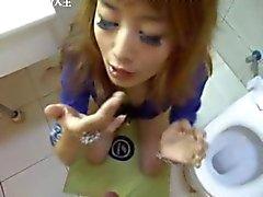 Memnun -Çin bir kız çocuğu zevk