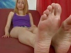 Mae Olsen Likes To Get Her Feet Vereerd