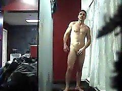 Str8 шпиона мужчины в Lockerroom