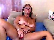 Mamma Ha på sig exponeringsglas onanerar med in en dildo