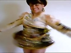 Mädchen posiert in glänzender Strumpfhose