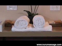 Масляный массаж Asa Akira со счастливым концом