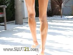 Super flexi thin girl peeing outdoors