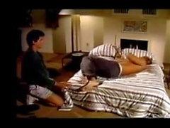Modello classico Playgirl Joe Davis in retro porno gay