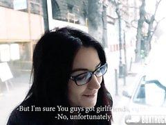 Bella Beretta bär hennes glasögon och blir pounded